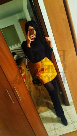 Tillie escort girl in Apple Valley